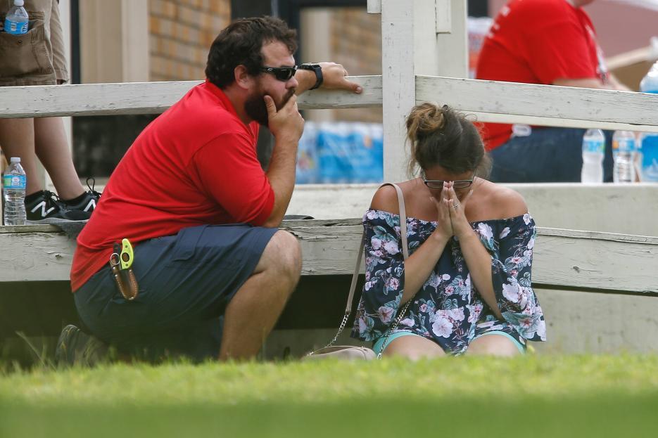 El alguacil, Ed Gonzalez, informó que la mayoría de los fallecidos son alumnos de la Santa Fe High School, que está a unas 30 millas (unos 50 km) al sur de Houston.