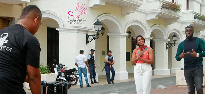 Leydy Andújar graba vídeo con Natán El Profeta de Aposento Alto