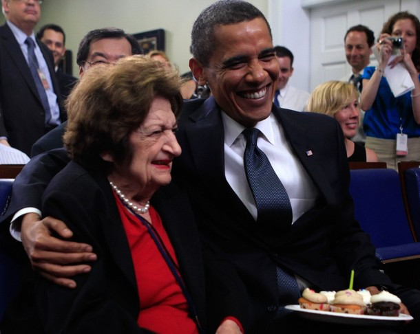 https://i0.wp.com/www.cristyli.com/wp-content/uploads/2010/06/Helen-Thomas-and-Obama.jpg