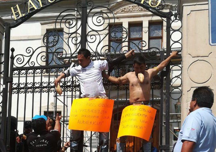 El Perro Pelcastre crucifica a comerciantes de la Foideh en la presidencia de Pachuca
