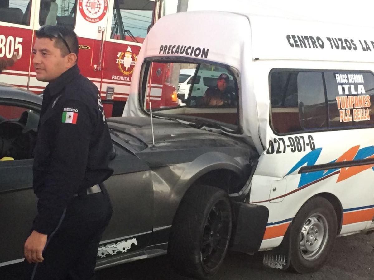 Se registra accidente entre particular y servicio público en Mineral de la Reforma