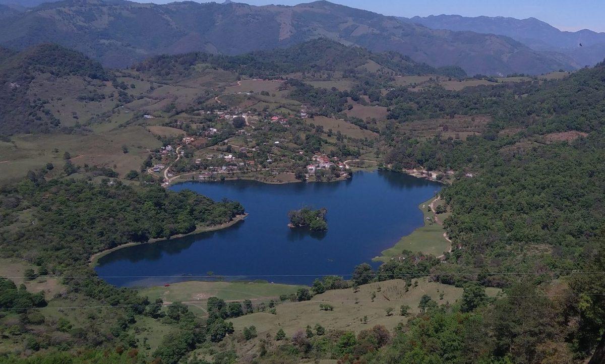 Muere joven ahogado en laguna de Atezca, en Molango