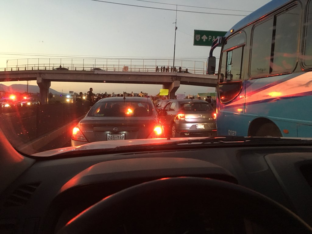 Cierran vecinos de Tizayuca la México-Pachuca para exigir seguridad en transporte