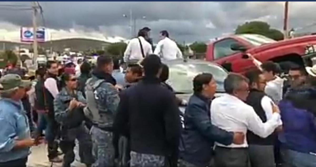 Arma secretaría de Finanzas de UAEH show tras incidente vial; da su versión en redes