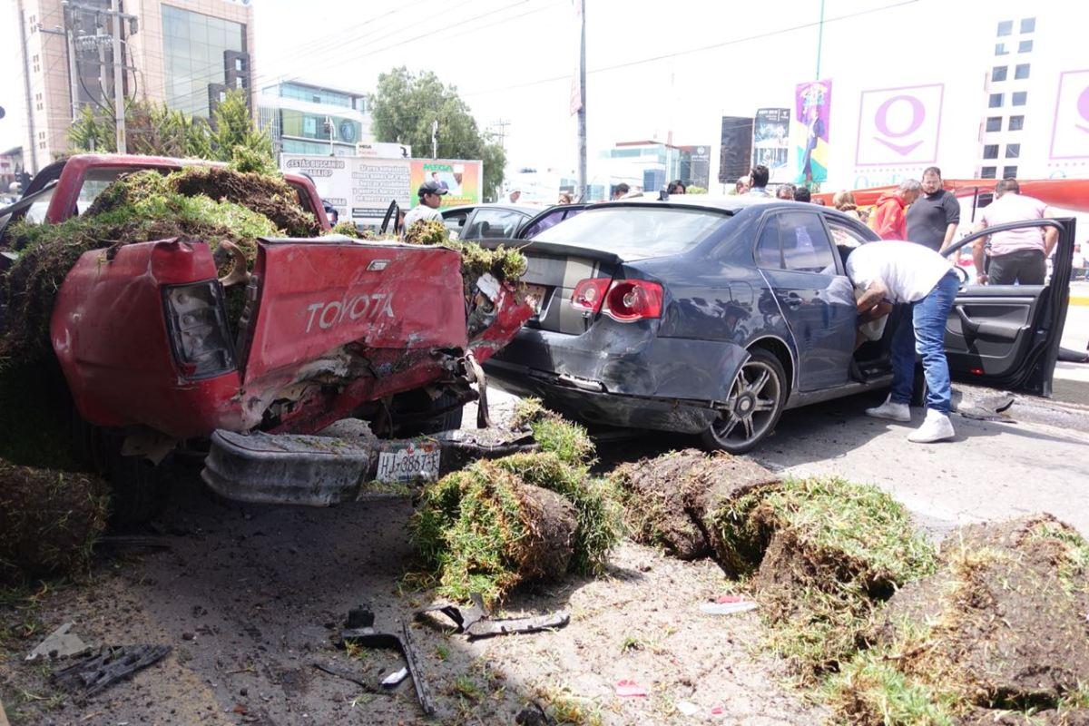 Carambola de al menos cinco autos en bulevar Colosio de Pachuca