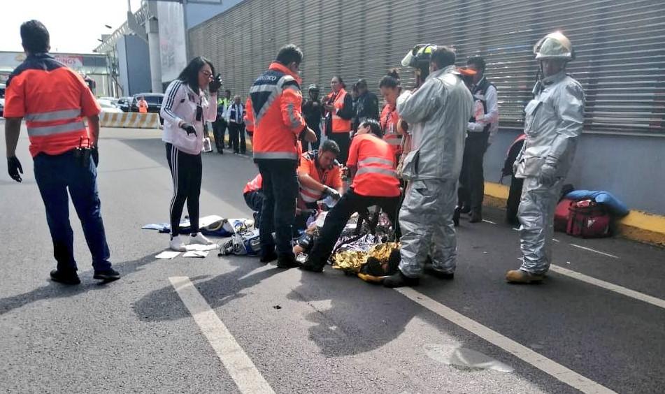 Sujeto se arroja de puente en Aeropuerto de CDMX (VIDEO)