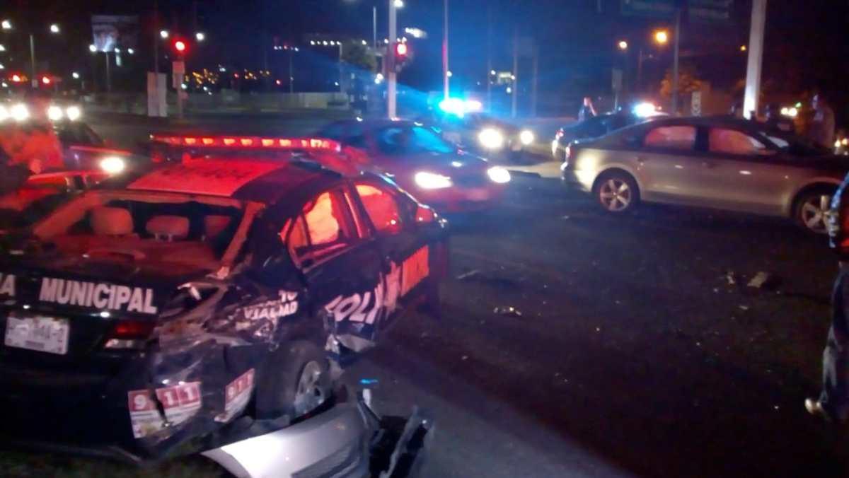 Fuerte choque entre auto y patrulla en el Felipe Ángeles (VIDEO)