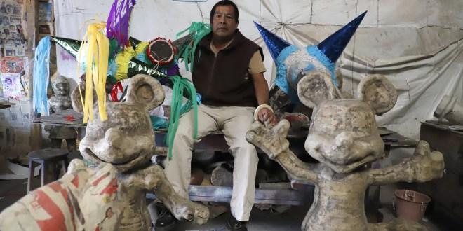 Don Silvestre crea piñatas en el Cereso de Pachuca