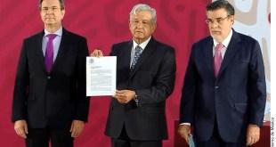 López Obrador firma la iniciativa para cancelar la Reforma Educativa