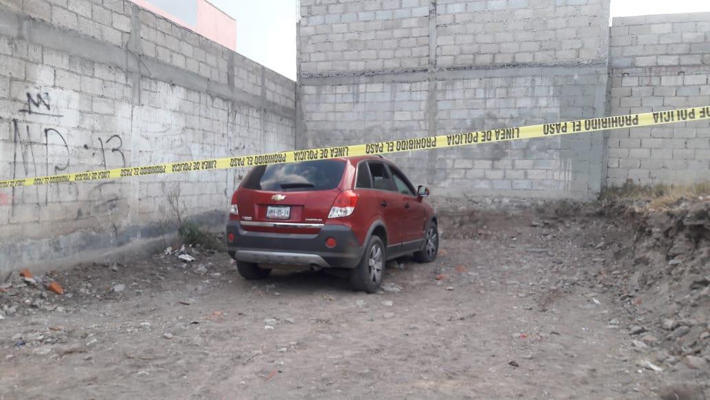Encuentran dos cuerpos en una camioneta en Pachuca