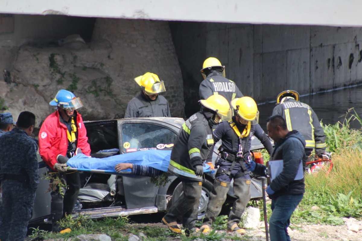 Cae vehículo al Río de las Avenidas; hay dos muertos