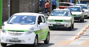 Por desabasto, operan 40% menos taxistas