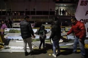 Vladimir y Deny, hijos de Cipriano Charrez Pedraza, comenzaron ayer una huelga de hambre