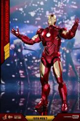 Hot Toys Iron Man Mark 4 (1)