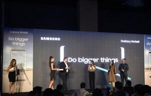 (L - R) Mimi Le Blanc, Dina Sharif and RJ Kris Fade getting the Samsung Galaxy Note8 from Tarek Sabbagh