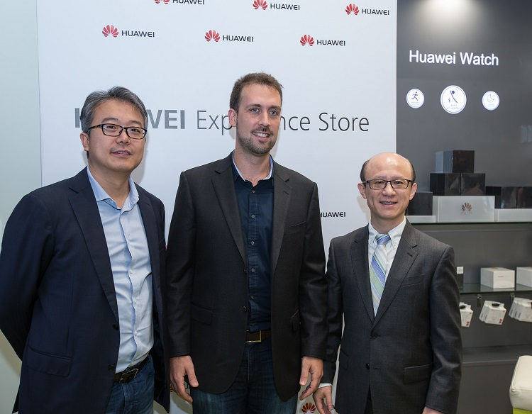 Mr.David Wang,UAE Country Manager,Rodrigo Campos, Senior Director of axiom telecom,Mr.Gene Jiao, President of Huawei CBG Middle East & Africa