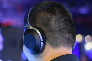 Sony's WH-1000XM2_(Black) at the press conference