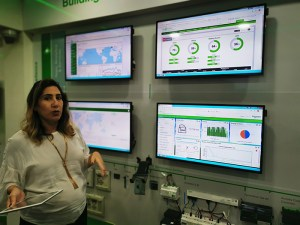 Demo-on-Schneider-Electric_Movable-Booth