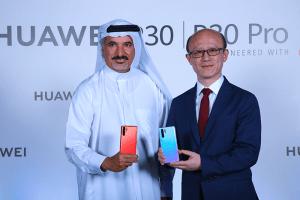 H.E-Saeed-Hareb,-Secretary-General-of-Dubai-Sports-Council-and-Mr.Gene-Jiao,-President-of-Huawei-CBG---MEA