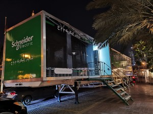 Schneider-Electric_Movable-Booth_parked-outside_H-Hotel