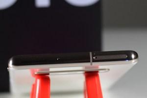 Samsung_Galaxy_S10Plus-Top-Side-Dual_SIM_Card_tray
