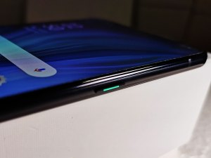 Oppo_Reno_10x_Zoom_smartphone-RightSide-Power_button