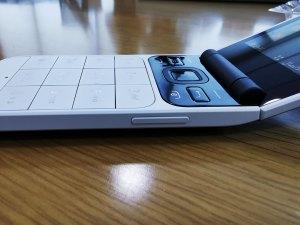 Nokia_2720_Flip-Right-View--Vol_rockers