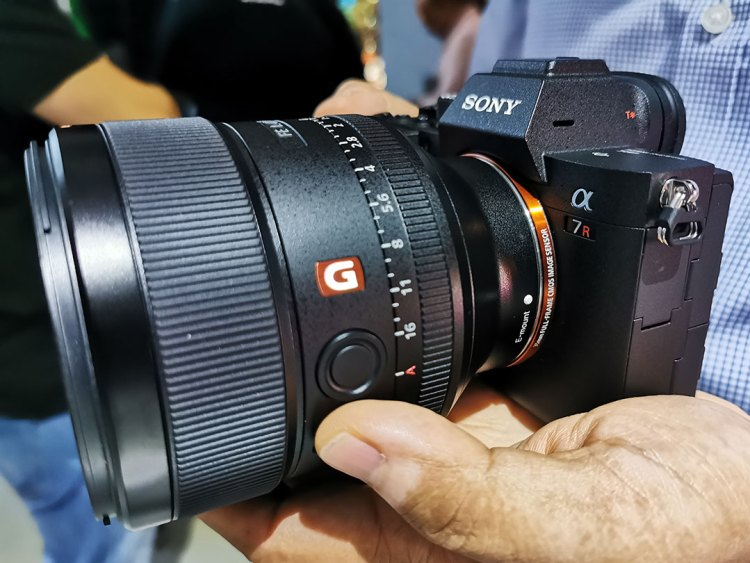Sony-Alpha_7R_IV_camera_Left_View