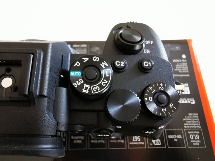 Sony-α7R-IV-Camera-Jog_Dial_with_a_Lock_function