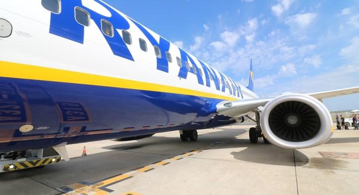 Ryanair-Flugzeug am Boden