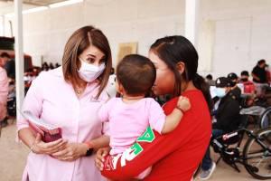 En gira de trabajo por distintas comunidades de la Delegación de Bocas, DIF entregó apoyos, colchonetas a familias, paquetes para bebés a madres