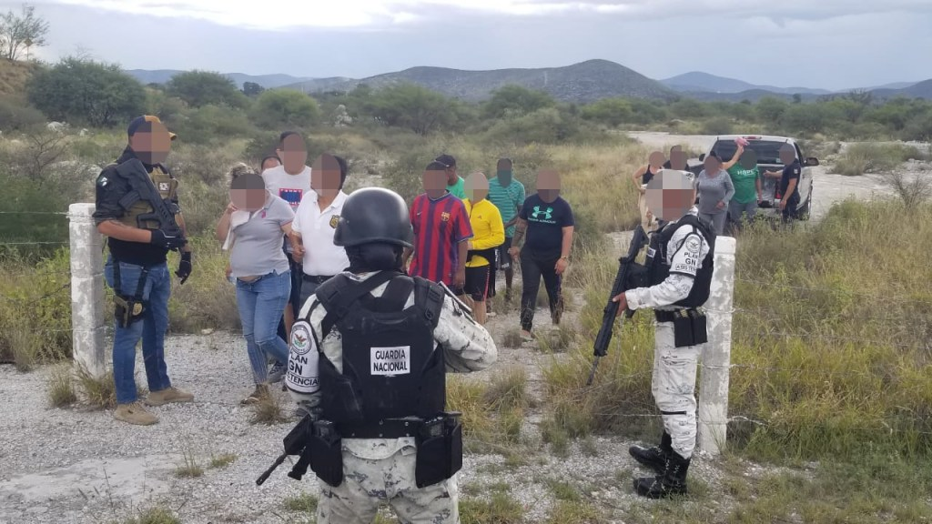 El Fiscal General del Estado, Federico Arturo Garza Herrera confirmó la localización de 22 personas de origen extranjero
