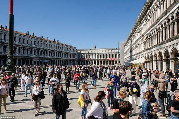 italija-po-karantinot-lugjeto-izlegoa-prvpat-po-2-meseci-i-povtorno-gi-napolnija-ulicite-foto-05.jpg
