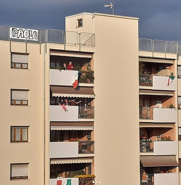 modernite-romeo-i-julija-koi-se-vljubija-gledajkji-se-od-terasa-sega-kje-se-venchaat-2.jpg