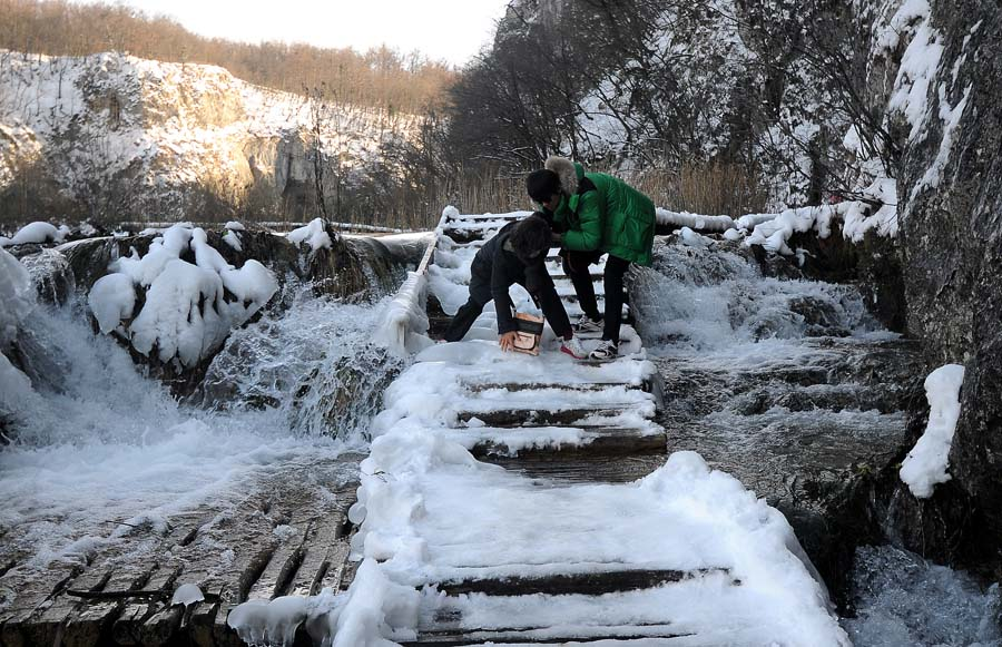 Fall Town Wallpaper Frozen Plitvice Lakes Winter Magic Emerges Croatia Times