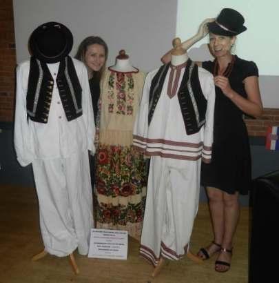 Petra et Karmen et les costumes nationaux croates