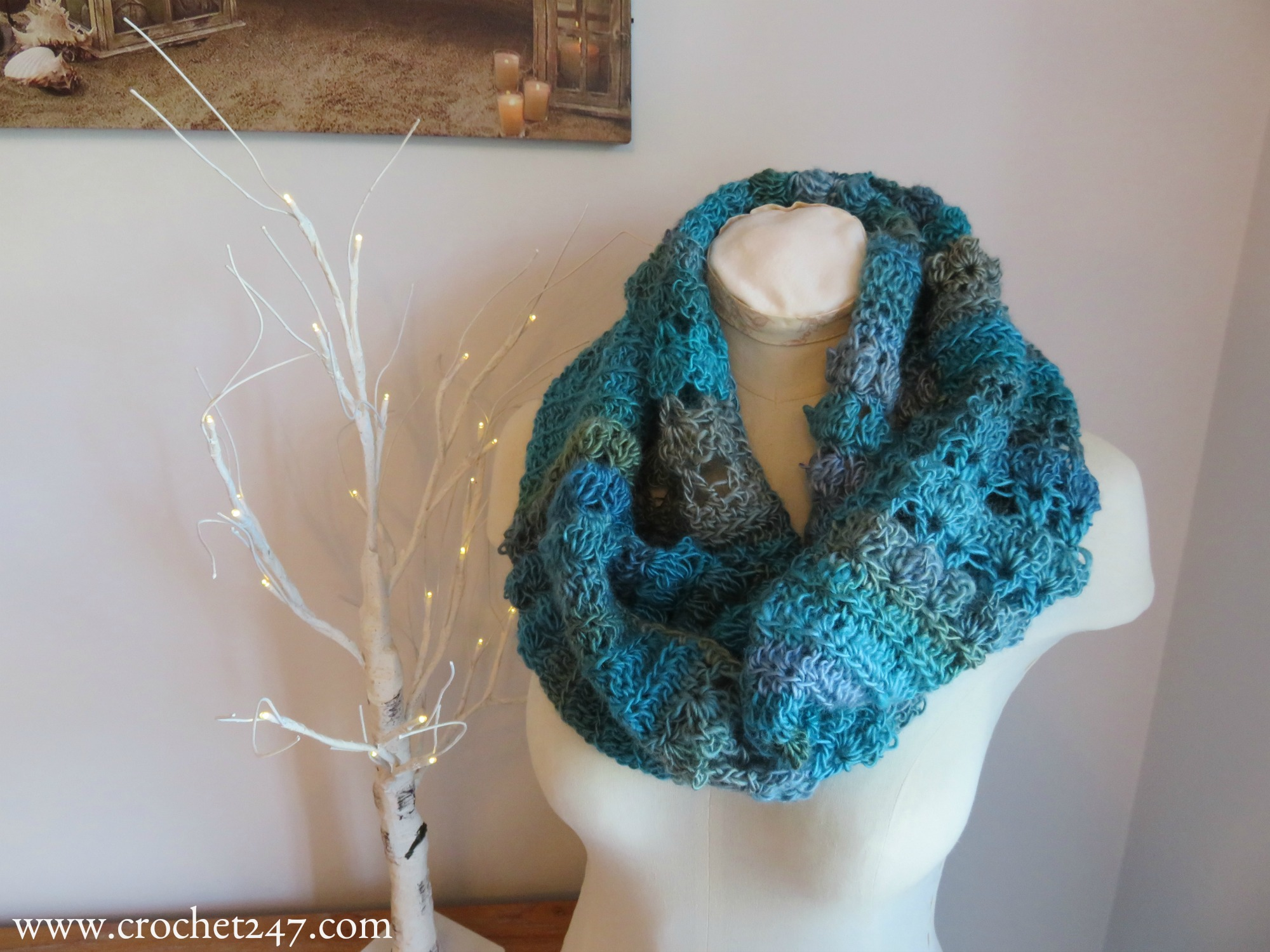 Unforgettable Hazel Cowl crochet pattern from Crochet247