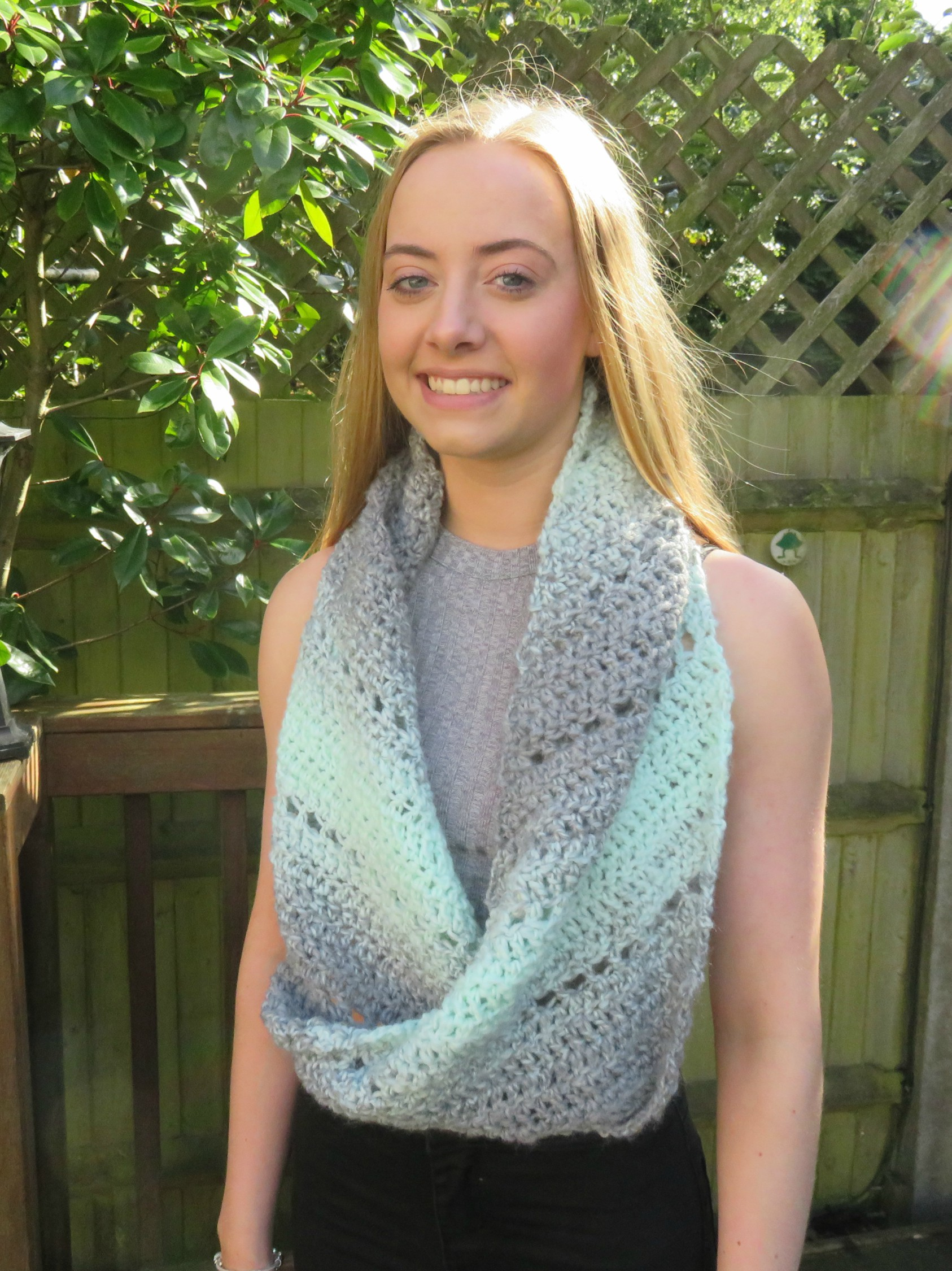 Spearmint Stars C2C Cowl from Crochet247