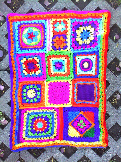 crochet granny squares with ends woven in