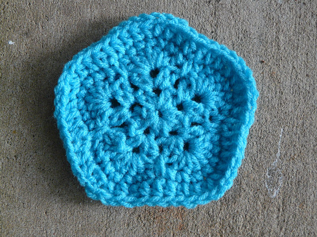 How to make an african flower soccer ball crochetbug crochet pentagon for a crochet soccer ball dt1010fo