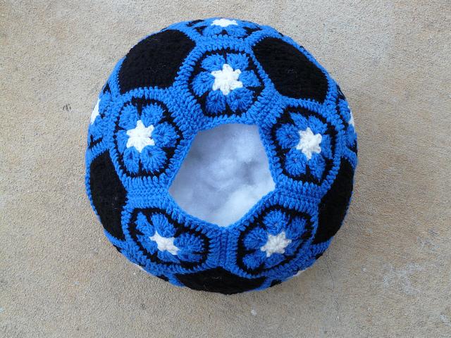 Crochet soccer ball archives crochetbug duke blue crochet soccer ball crochetbug crochet hexagons crochet pentagons crochet flowers dt1010fo