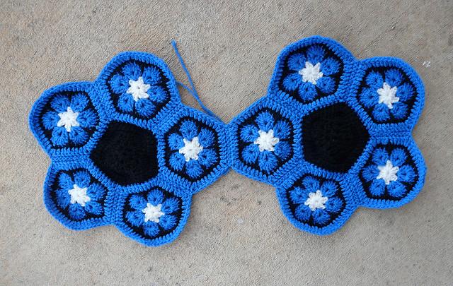 crochet soccer ball, crochetbug, crochet hexagons, crochet pentagons, African flower hexagon, crochet flower,