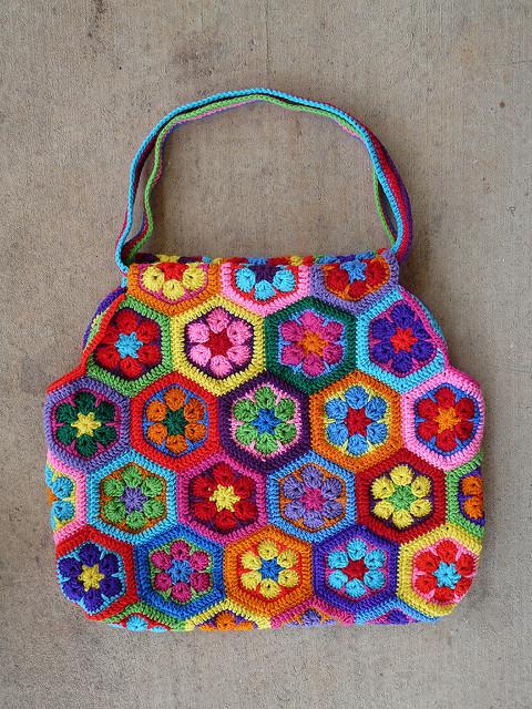 Strike me pink Mamy crochet bag - Crochetbug