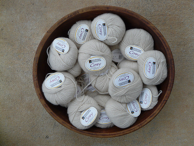 A bowl of off-white yarn