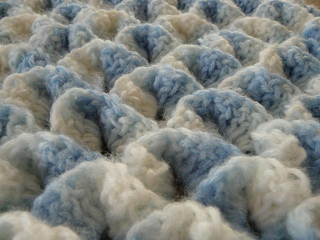 crochetbug, crocodile crochet stitch, crochet shawl, crochet triangle, vintage yarn
