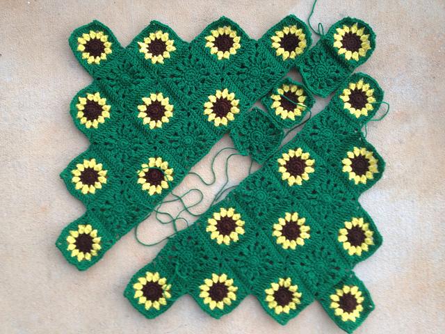 sarcoma crochet sunflower blanket, crochetbug, crochet squares, crochet flowers, crochet sunflowers