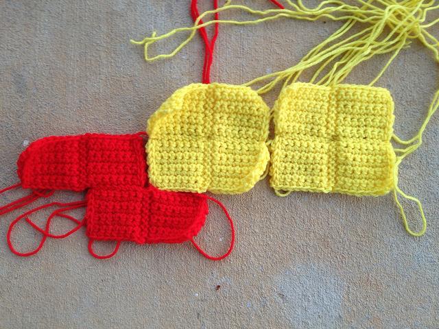 ZOO in crochet tetrominos