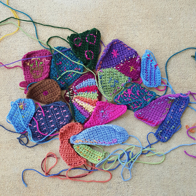 crochet weaving in ends