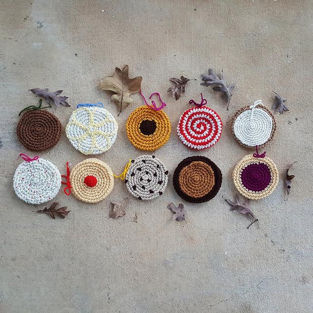 crochet cookies for a crochet scarf