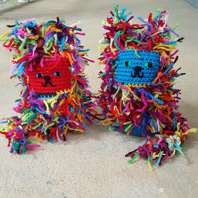 scrap yarn crochet cats, crochetbug